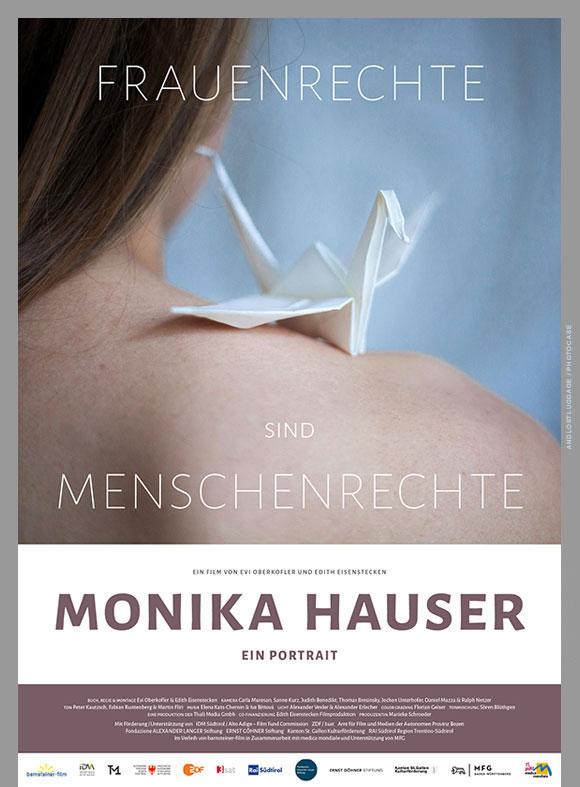 """Auf dem Kinoplakat """"Monika Hauser"""" ist ein fragiler, aus Papier gefalteten Vogel zu sehen, der auf einer Frauenschulter sitzt."""
